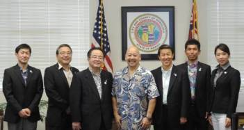 Council Chair Martin hosted the Chigasaki delegation in his office to discuss the establishment of a formal friendship relationship between Honolulu and Chigasaki.